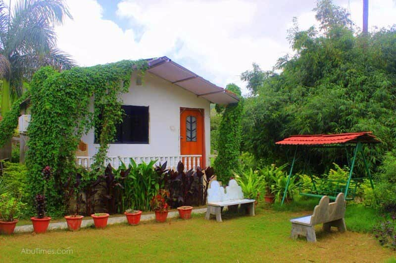 cottages-in-mount-abu-hotel-green-view