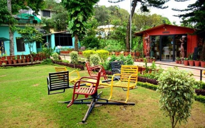 lush-green-garden-at-hotel-toppers-corner-mount-abu
