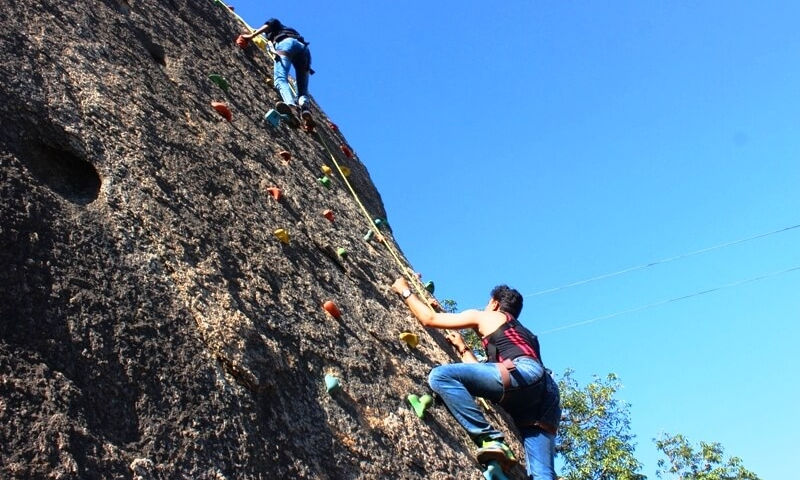 thrill-zone-adventure-park-mount-abu-wall-climbing