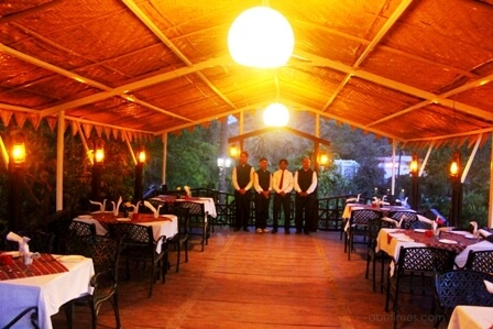 famous-veg-non-veg-restaurants-in-mount-abu