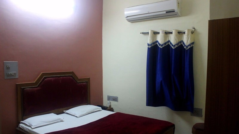 deluxe-budget-rooms-in-hotel-mamta-mount-abu