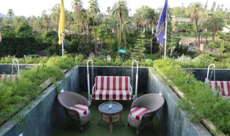 hotel-hillock-mount-abu-balcony-garden