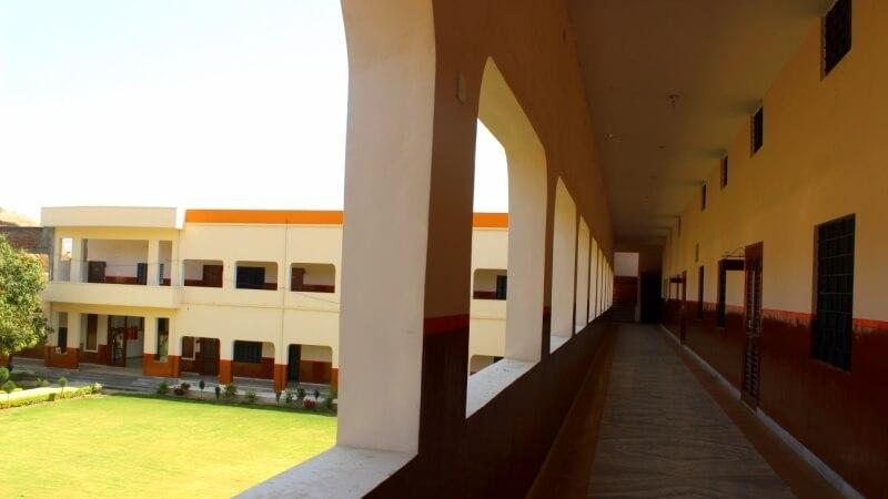 dayananad-paradise-school-abu-road-corridor